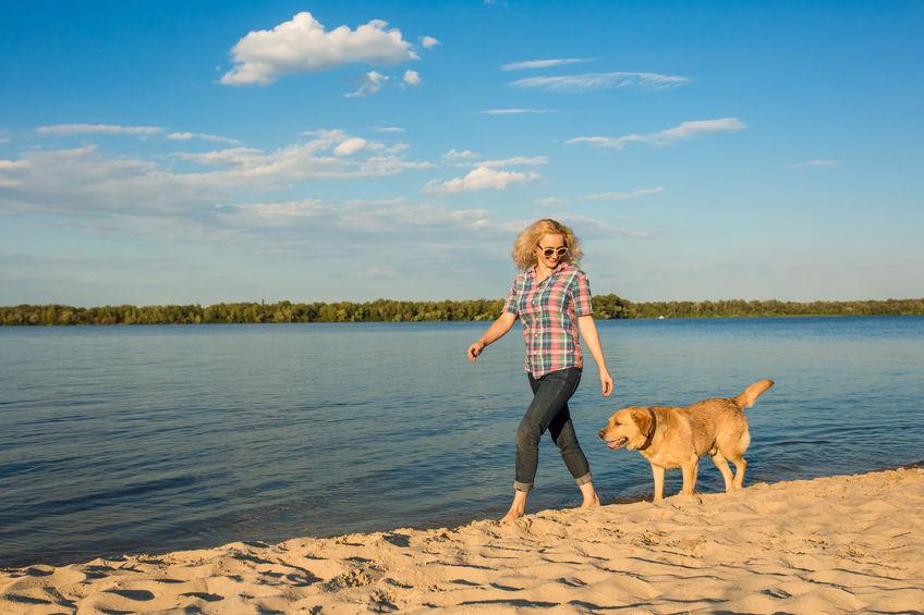 Marche au pied à la plage